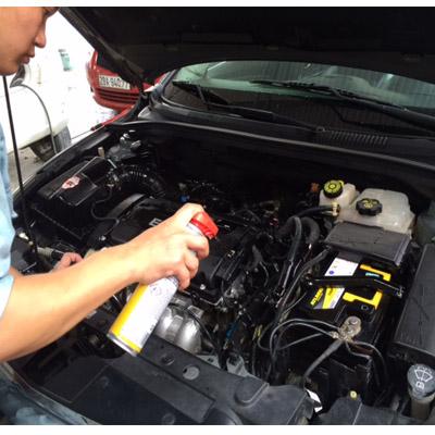 Rửa khoang máy xe ô tô con và bảo dưỡng khoang máy xe ô tô