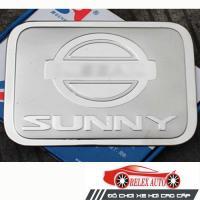 Ốp trang trí nắp bình xăng inox Nissan Sunny